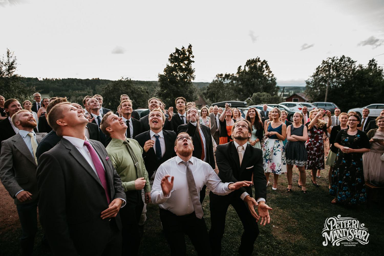haat-perniossa-pernio-turussa-haakuvaus-turku-haavalokuvaaja-petteri-mantysaari-dokumentaarinen-potrettti-haapotretti-pyhan-laurin-kirkko